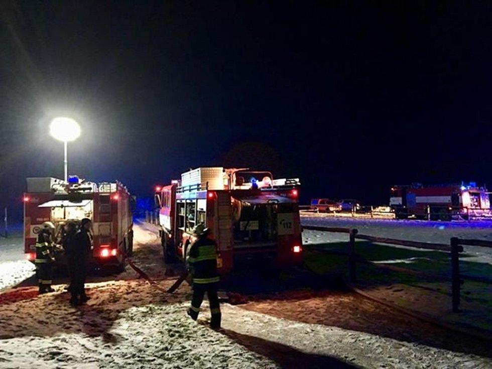 Požár jízdárny v Hejtmánkovicích.