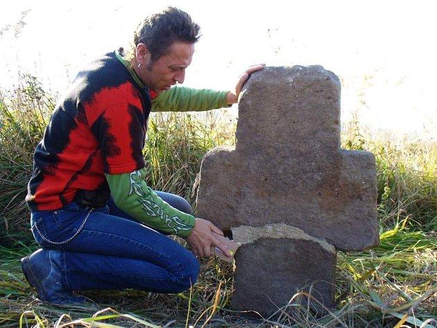 Peníze z  Fondu kulturního dědidctví – Záchrana drobných památek místního významu lze získat například i na  opravy smírčích křížů.