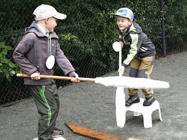 """V tenisovém areálu ve Vysokově se uplynulý víkend uskutečnil """"Farní den"""" pro děti i dospělé."""