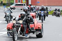 MOTOSRAZ NA BROĎÁKU byl přehlídkou motocyklů všech kubatur a různého stáří.