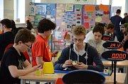 V Červeném Kostelci se uskutečnila zcela ojedinělá událost. Konala se zde oficiální mezinárodní soutěž ve skládání Rubikovy kostky a jiných hlavolamů, a to podle pravidel World Cube Association (WCA).