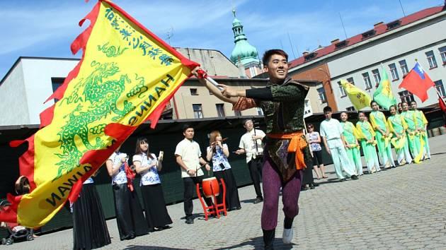 Reje barev a tanec nechyběly na Mezinárodním folklorním festivalu v Červeném Kostelci.