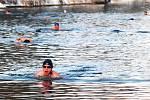Při 39. setkání otužilců na Metuji se plavalo a také oddávalo.