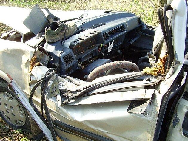 Náchodsko: Nehoda osobního vozidla si vyžádala lidský život .