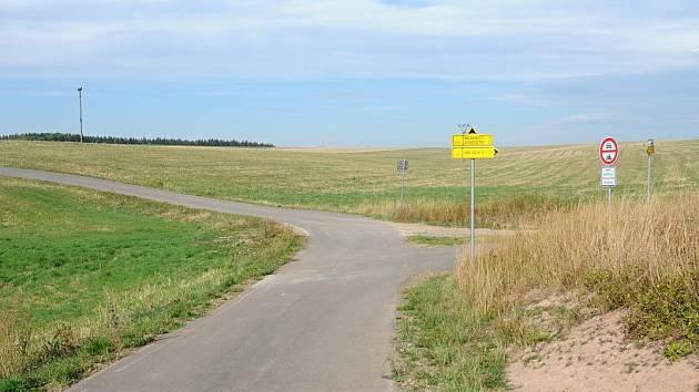 Cyklostezka Vižňov - Nowe Siodlo se po třech letech dočkala nového, původně zakázaného asfaltového povrchu