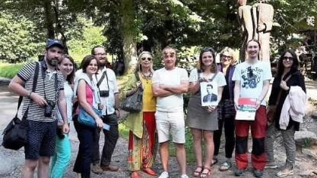 Slovenští novináři se vydali po stopách, které na Náchodsku zanechal Jurkovič