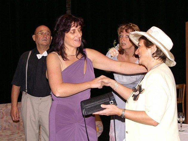 Divadelní soubor Na tahu potěší diváky komedií francouzského dramatika Jeana Barbiéra Má žena si vyšla.