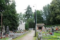 Městský hřbitov v Hronově dočkal investic a nového veřejného osvětlení.