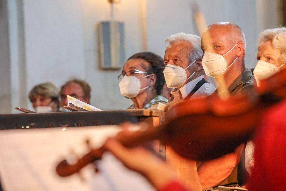 Koncert si přišlo poslechnout 134 posluchačů, kteří na dobrovolném vstupném přispěli částkou 13 766 korun.