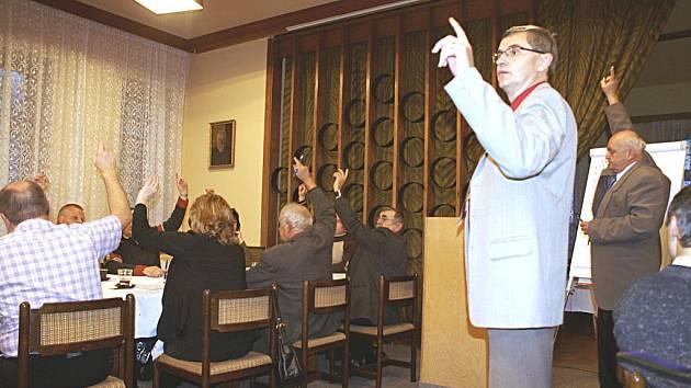 Ustavující zastupitelstvo v Červeném Kostelci.