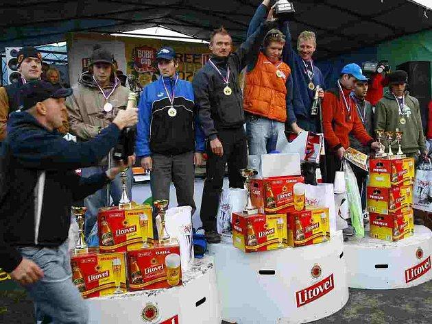 TŘI NEJLEPŠÍ ŠTAFETY Free Litovel Bobr Cup 2007. Uprostřed  vítězný Olomoucký deník s Pavlem Brýdlem, vlevo druzí OpavaNet/InternetBillBoard a vpravo tým PIVO FREE LITOVEL,v jehož barvách startoval František Žilák.
