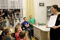 """Knihovna Heřmánkovice uspořádala ve všech místnostech Heřmánku již 7. ročník """"Noci s Andersenem"""". Tentokrát na téma knihy """"Povídání o pejskovi a kočičce""""."""