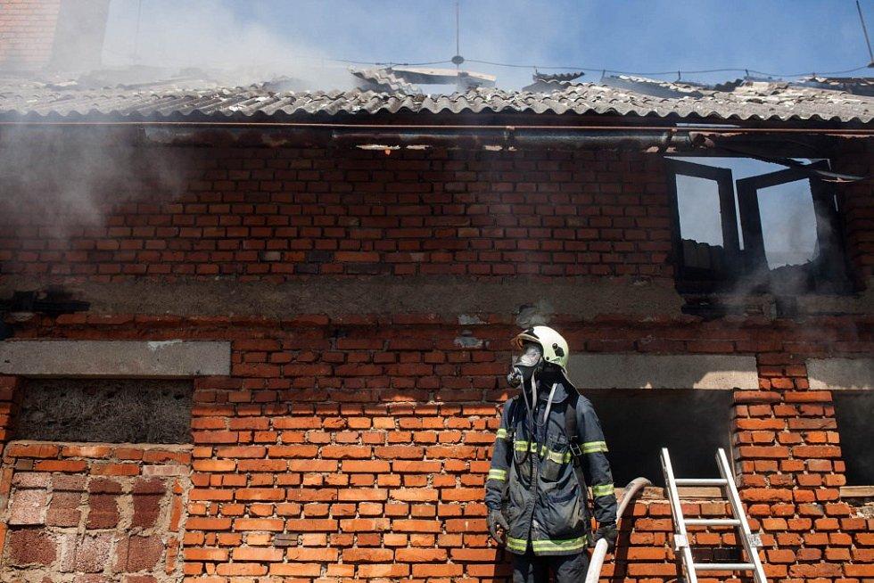 Požár zemědělské budovy ve Chvalkovicích.