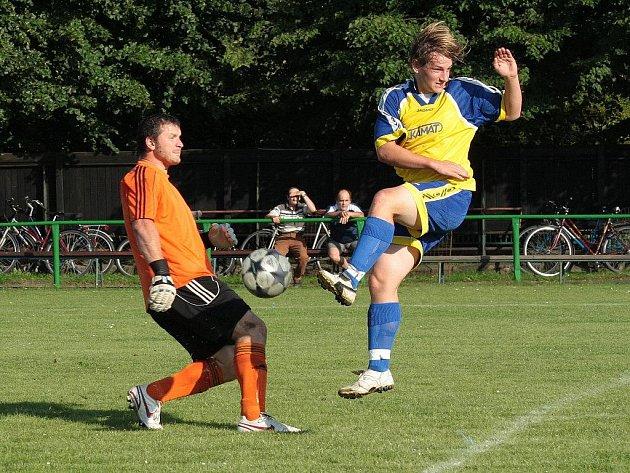 Novoměstští fotbalisté doplatili v sobotním utkání na půdě Borohrádku na neproměňovaní šancí, na snímku jednu ze svých příležitostí zahazuje Jan Paďour.