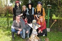 Pálení čarodějnice v hronovském Domově odpočinku ve stáří Justynka.