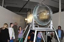Hry smyslů, stínů, světel a zvuků z nejroztodivnějších nástrojů a přístrojů, to vše v bludišti z látek. To je jen ve zkratce unikátní výstavní projekt Play Broumovsko.