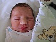 JOSEF HUSÁR potěšil svým příchodem na svět novopečené rodiče Lucii Husárovou a Josefa Bažo z Náchoda. Chlapeček se narodil 4. dubna 2017 v 10.59 hodin, vážil 2505 g a měřil 46 cm.