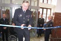 Náchodští policisté slavnostně zahájili provoz v nově vybudované recepci.