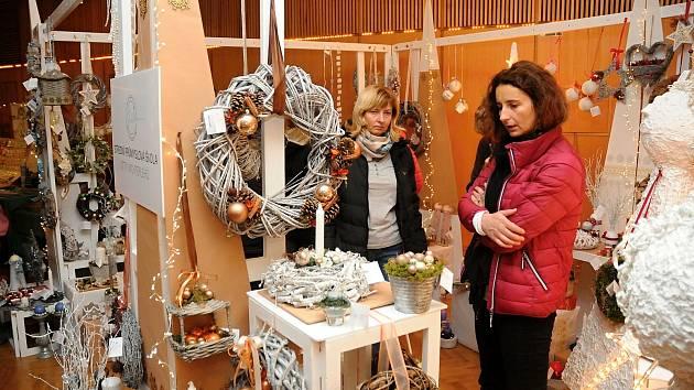 Trhy přinesly do Hronova předvánoční atmosféru.