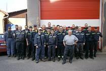PARTA 24 hasičů z Náchoda, Jizbice, Lipí, Babí, Dobrošova a Bělovse, která vyrazila pomáhat odstraňovat následky povodní do Terezína a do okolních zatopených obcí.