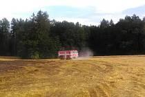 Hořelo pole, požár zavinila technologická závada.