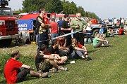 Členové dobrovolných hasičských sborů z celého regionu ukázali, jak mezi sebou zápasí.