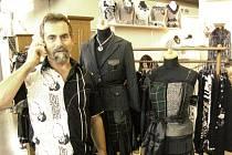 Novinky exkluzivní francouzské módy představil v Brně Vlastimil Šulc z Jaroměře.