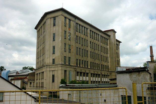 MĚSTO TRÁPÍ STÁVAJÍCÍ stav areálu bývalé Tepny. Bohužel radnice nemá klíč k řešení problému ve svých rukou.