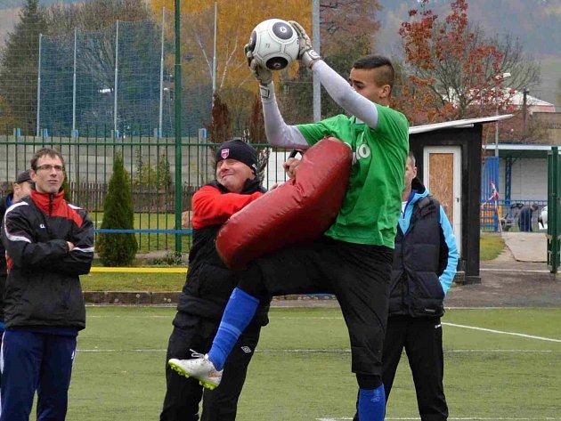 BRANKÁŘI absolvovali řadu zajímavých cvičení, která simulovala reálné zápasové situace.