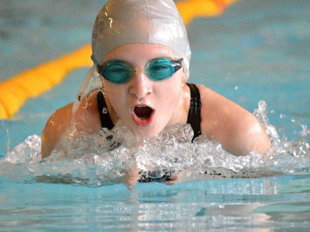 KATEGORII jedenáctiletých si v Chrudimi podmanila náchodská plavkyně Petra Lemfeldová.