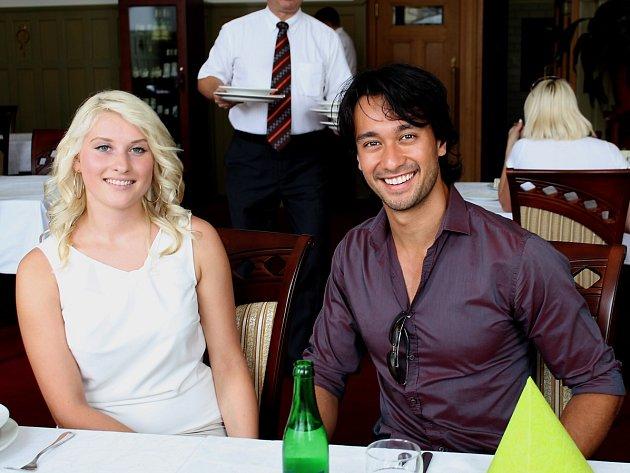Pavla Kotyzová poobědvala s Cesarem Curti, nejkrásnějším  mužem planety, který přicestoval do Náchoda, aby zasedl v porotě na finále soutěže Muž roku 2012.