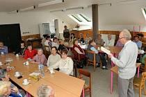 Aleš Fetters povyprávěl seniorům o regionální literatuře.
