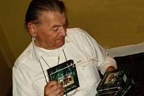 Lubor Bořek představuje soubory kompaktů s nahrávkami historických varhan ve 28 kostelech v Čechách a na Moravě.