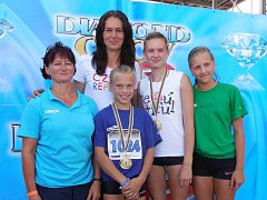 NA SPOLEČNÉ fotografii jsou s olympioničkou – gymnastkou Janou Kapounkovou – Vejrkovou (vlevo) a bývalou trojskokankou Šárkou Kašpárkovou ještě Barunka Ficencová, Pavlína Vejrková  a Kateřina Hemelíková.