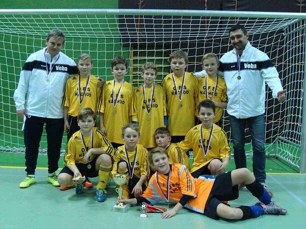 VÝBĚR OFS Náchod U11 (na snímku) vyhrál celou Zimní halovou ligu okresních fotbalových výběrů.