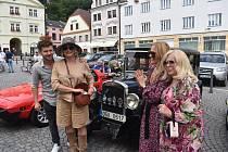 CZ-PL festival byl dnes odpoledne zahájen na náchodském náměstí přehlídkou automobilových veteránů. Festival pokračuje v sobotu a v neděli na obou stranách hranice bohatým programem.