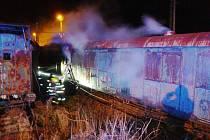V noci hořel u výtopny historický vagon.