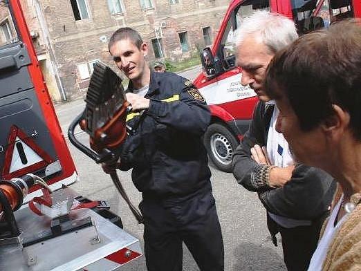 Letos je tomu 140 let od založení Sboru dobrovolných hasičů (SDH) města Broumova a Sboru dobrovolných hasičů podniku (SDHP) Veba Broumov a 40 let od založení profesionální požární stanice v Broumově