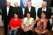 ČTVEŘICE oceněných - zleva: Josef Ťokan, Pavel Rozdolský se ženou, Radek Schrötter se ženou a Josef Uždil, rovněž se ženou.