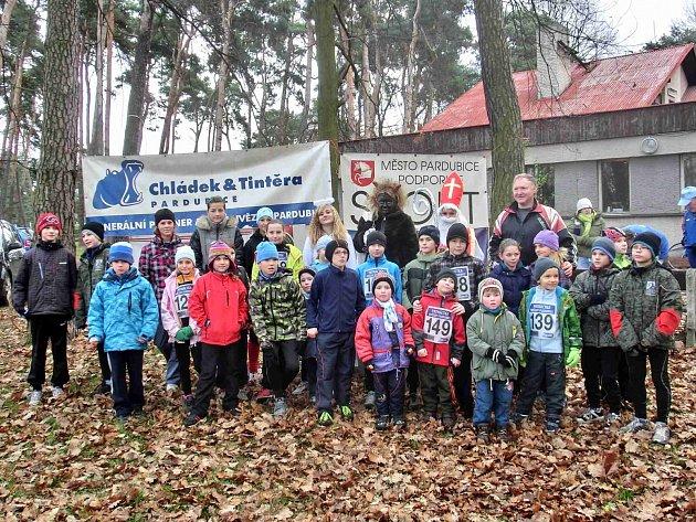 TRADIČNÍ Mikulášský běh se svěřencům trenéra Jiřího Vondřejce povedl.