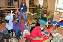 V předvelikonočním pašijovém týdnu se uskutečnily v místní knihovně pro žáky velkopoříčské ZŠ besedy, kde se školáci z jednotlivých tříd dozvěděli vše o Velikonocích, tradičních zvycích a zahráli si též společně hry s tématikou týkající se tohoto období.