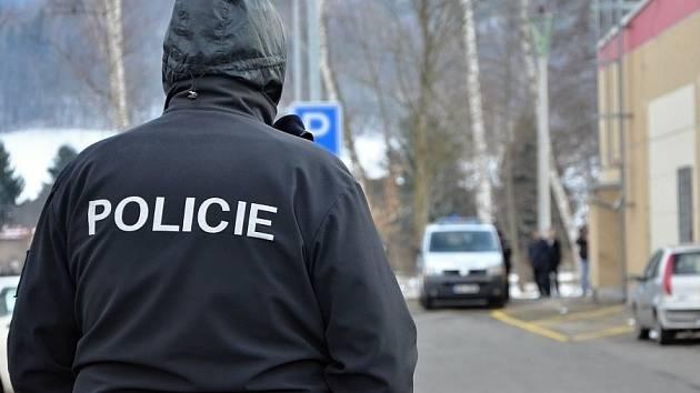 POLICEJNÍ AKCE se v sobotu uskutečnila u Kauflandu. Šlo o rekonstrukci loupeží.