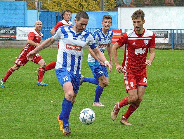 Vposledním přípravném utkání před jarní částí divize C náchodští fotbalisté porazili lídra krajského přeboru zLibčan 4:2. Martin Malý (č. 12) tentokrát gólově mlčel.