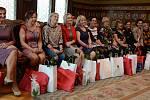 Finalistky soutěže Batist Nej sestřička 2019 při slavnostním přivítání v obřadní síni náchodské radnice.