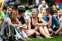 PILO SE A PILO náchodské pivo k dobré náladě a pohodě na letošním Mezinárodním horolezeckém festivalu v Teplicích nad Metují. Účastníci dokonce trhli rekord v počtu vypitých piv.