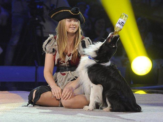 Pirátka Keysi si ve finále soutěže získala příznivce i tímto námořnickým záklonem. V neděli večer jí i Alenu Smolíkovou čeká dramatické Superfinále.