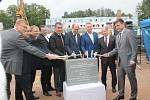 Poklep na základní kámen, kterým byla zahájena první etapa modernizace Oblastní nemocnice Náchod.