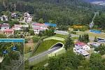Na vizualizace obchvatu Náchoda je dům určený k demolici vpravo od tunelu. Foto: Deník/Jiří Řezník