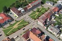 VIZUALIZACE, jak by náměstí mělo vypadat. Podoba je vložena do leteckých snímků.