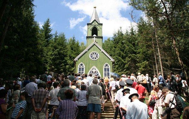 Kardinál a pražský arcibiskup Dominik Duka světil novou kapli v Ticháčkově lese.